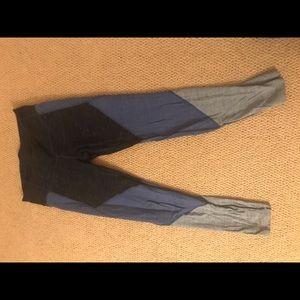 Gap gFast colorblock legging, size M